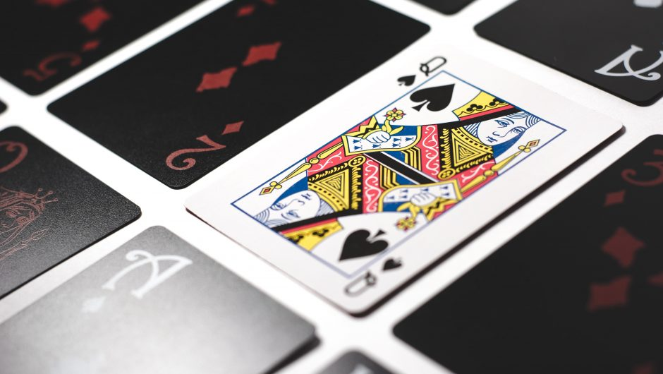 Are you stuck with offline gambling games? Should choose internet-based games!