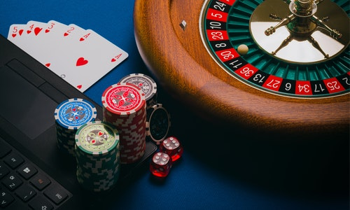 What are online slots, and what are their characteristics?
